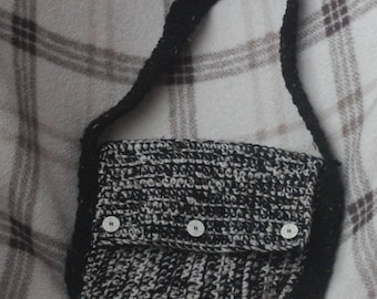 small crochet shoulder bag