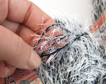 Wolf Fur imitation chunky yarn, chunky yarn, hairy grey vegan fur yarn, bulky yarn, yarn for trimming, yarn for hats, sweaters, leg warmers