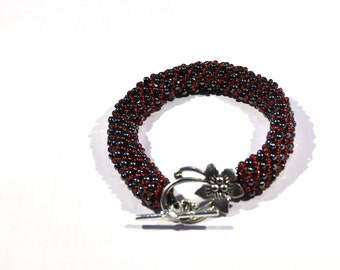 Bracelet of black and Red seed beads with particular flowers lock