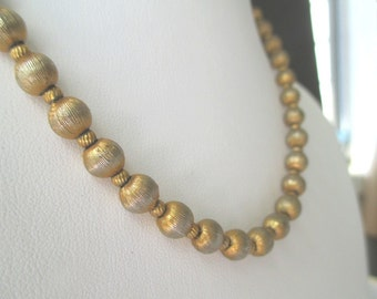 Bead Necklace * Gold Tone Metal * Classic Vintage Necklace
