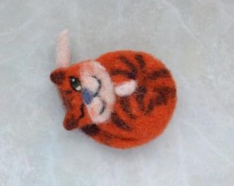 Sleeping red Cat Felt Brooch Felt Accessories creative pesent magnet