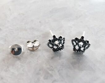 Crown ear studs, Sterling silver kings crown earrings, Silver crown studs, Tiny crown earrings, Cartilage ear stud (ES225)