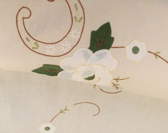 Ivory, White and Green Embroidered Applique Linen Tablecloth. Vintage Linen Tablecloth. Oblong Embroidered Linen Tablecloth RBT0981