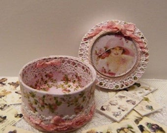 """Miniature wooden box decorated in the style of """"Shabby Chic"""" - 1/12 scale - accessory Doll House Decoration"""