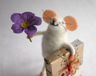 Cute mouse figurine, Mouse gift, Felt miniature mouse, Collectible animal figurine, Mouse animal, Felted wool, Mouse toy, Felt birthday mice