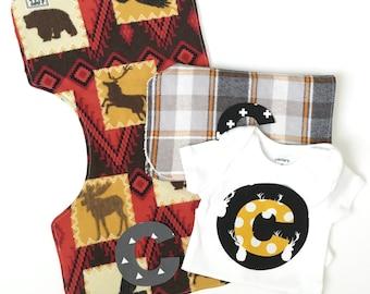 Burp cloth boy-Personalized burp cloths-Custom Onesie-Monogrammed-Deer-Newborn onsie-Baby shower gift-Modern-Burp rags-Outdoorsy-3pc Set