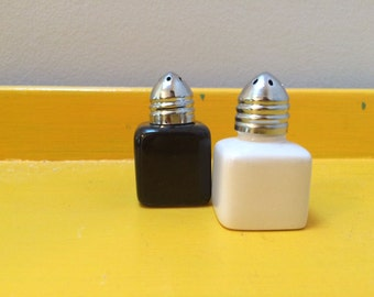 Diner-style Salt & Pepper Shakers!