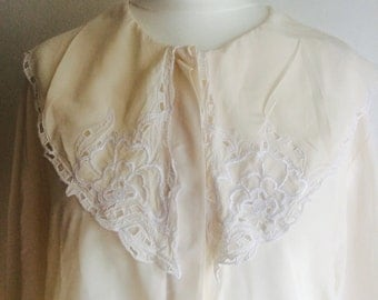 Gorgeous Blouse with Floral Detail Collar