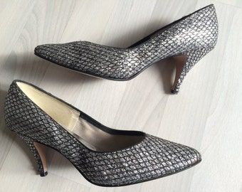 Vintage Vegan silver sparkle snakeskin pumps *made in USA* size 7.5