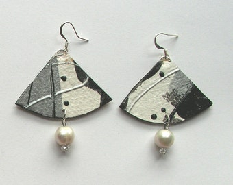 Black and white earrings with pearls