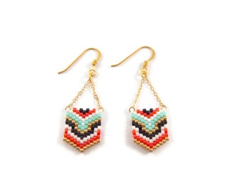 Geometric earrings in red mint Miyuki beads black