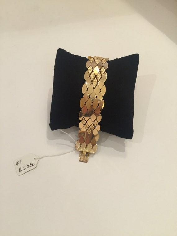 Beautiful vintage 14K gold diamond shape bracelet clipped.