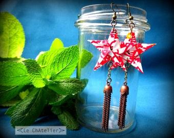 Boucles d'oreille pendantes / Pendentifs d'oreilles origami / Boucle d'oreille fantaisie - originales / étoile pompon longues / rouge motif
