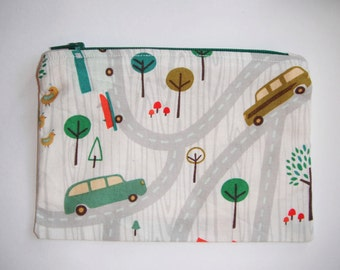 Coin purse with cars, roads and small animals (green zip)