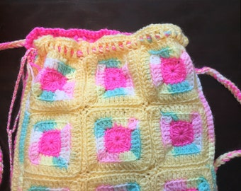 Crochet bag with pockets