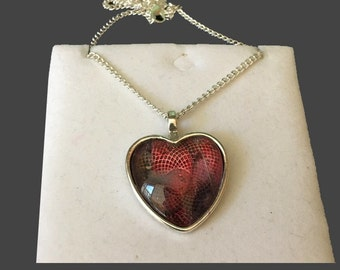 Heart pendant with chain.