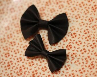 Leather Bow hair clip, Black, small hair bow, baby bow, leather bow hair clip