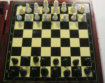 Travel chess/Lady, magnetically in the wooden box, provide here never used draughts ca. 1965 +/-
