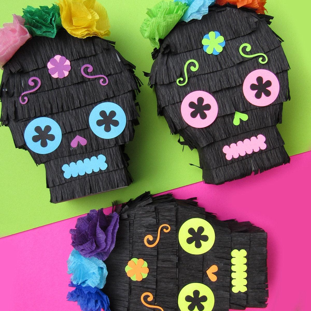 Sugar skull pi ata mini favors for fiesta decoration day of for Decoration pinata