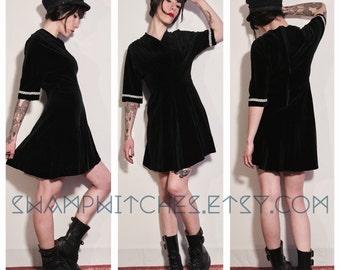 Dress vintage 1970s black velvet and silver stripe