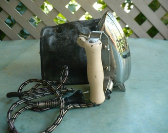 Vintage General Electric Hi-Speed Calrod Travel Iron Cat. No. 159F68 with black travel bag