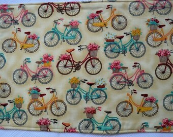 2 Bicycle placemats & 2 pot holders,  reversible placemats, bicycle placemats, linens,cloth placemats, gift, birthday gift