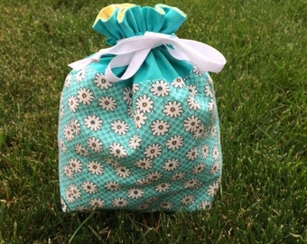 Daisies Project Bag