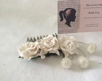 White rose haircomb