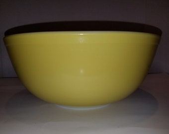 Vintage Pyrex Yellow Bowl 404