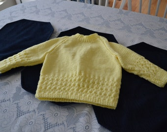 Yellow hadn knitted sweater