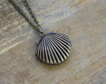 Clam Shell Locket Necklace, Antique Bronze Finish, Vintage Style Charm Pendant & Chain, Marine Jewelry (BC129)
