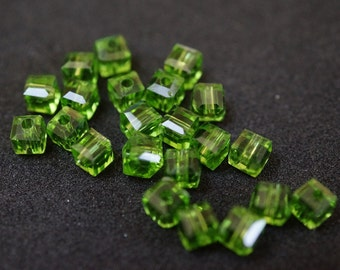 20 CUBES 4 mm Green Crystal
