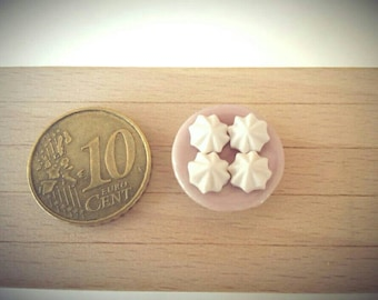 Set 4 miniature-scale 1:12 white meringues, doll house, fairy house, fairy garden, minisweets