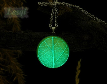 Glowing green leaf texture charm necklace,Stainless steel leaf pendant necklace,Green-blue light,Glow in the dark