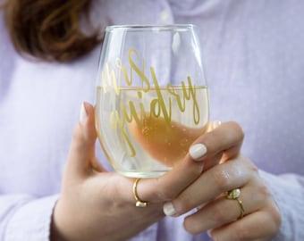 Mr. & Mrs. Wine Glasses | Custom wine glass for bride and groom, personalized glasses, wine glasses for wedding, wedding gift, rose gold