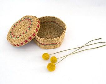 Rainforest Basket — small vintage handwoven natural coiled grass basket with lid // ethnic hexagon keepsake jewelry vanity storage basket