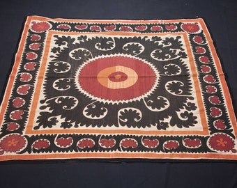 Vintage 1970's all cotton SUZANI 4'8'' x 4'10'' / 142 x 147cm from SAMARKAND, Uzbekistan FREE Shipping No:013