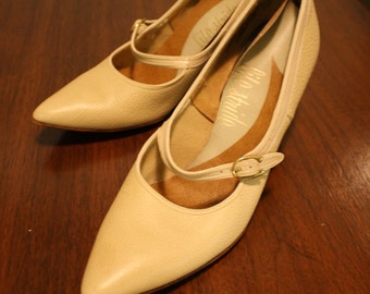 Vintage Beige Mary Jane Pump Shoes Size 6.5