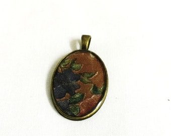 Oval Pendant With Flower Designs