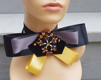 Collar bow with application