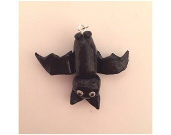 Bat hanging upside-down necklace - clay|halloween|alternative|christmas|gift|jewellery