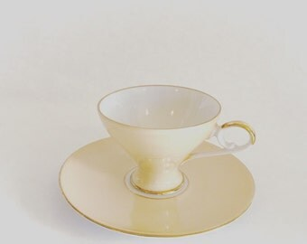 Bareuther tea cup in creme and gold. 1950s