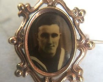 Vintage 9CT GOLD CASED Sweetheart Mourning Photograph Brooch
