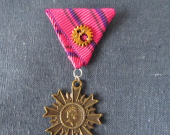 Queen of Pink - Medal - Brooch