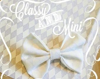 White and Classy Mini Bow