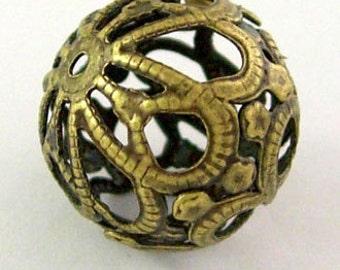 18mm Filigree Round Beads x10