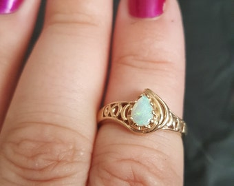 10 k yellow gold and opal ring