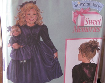 Pattern SIMPLICITY 4903 Roobe for fillet including the pattern for doll