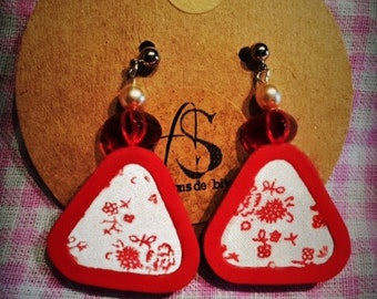 Red rounded triangles-flowered earrings