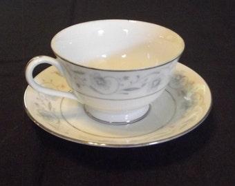 Cup & Saucer Set in English Garden (Platinum)